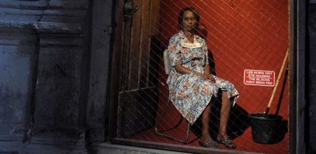 """O polêmico espetáculo """"Exhibit B"""" traz negros em jaulas - AFP"""