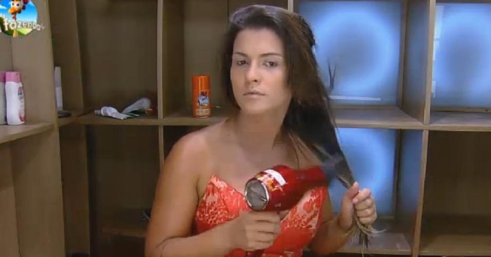 08.dez.2104 - Babi Rossi se arruma para festa com eliminados