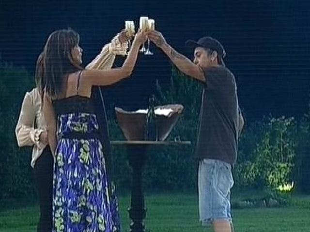 """7.dez.2014 - Babi Rossi, Heloisa Faissol e DH celebram a ida à final de """"A Fazenda 7"""""""