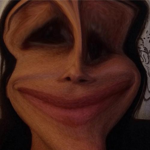 """8.dez.2014 - Ivete Sangalo se diverte com um aplicativo de celular que deforma o rosto das pessoas e posta foto de sua versão """"monstro"""", na madrugada desta terça-feira"""