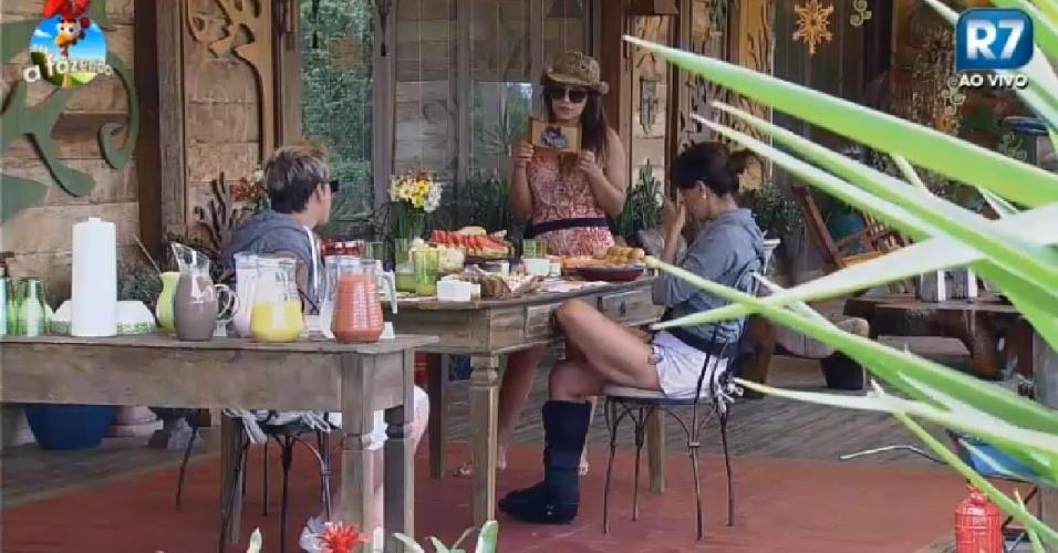9.dez.2014 - Babi, DH e Heloísa toma café da manhã em