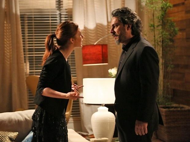 9.dez.2014 - Isis (Marina Ruy Barbosa) perde a paciência e pede para Zé sumir de sua vida após acusação