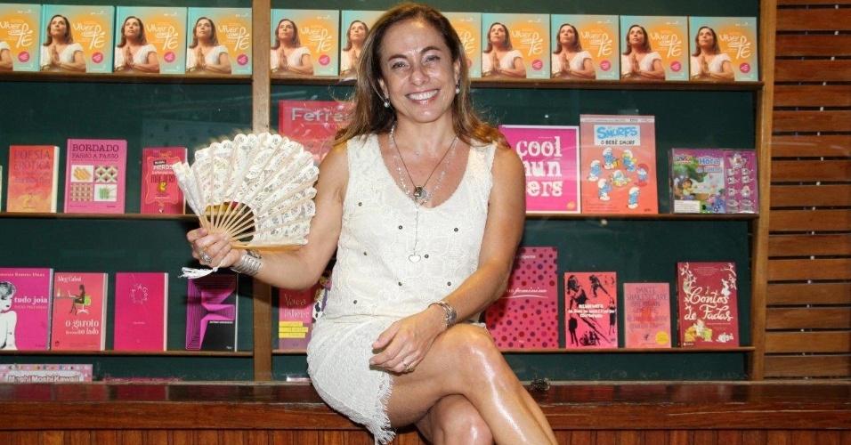 Cissa Guimarães pretende cruzar o Brasil com a peça ?Doidas e Santas?, uma adaptação do livro de Martha Medeiros