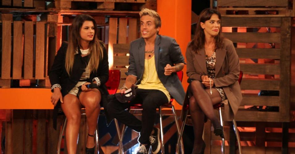 """10.dez.2014 - Babi Rossi, DH e Heloisa Faissol disputam a final de """"A Fazenda 7"""""""