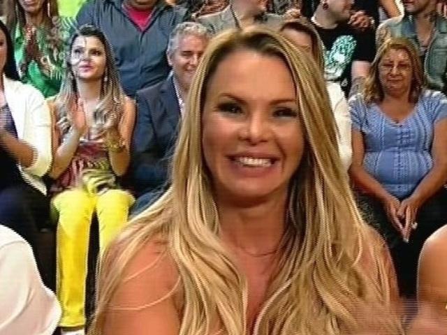 """10.dez.2014 - Cristina Mortágua participa da final de """"A Fazenda 7"""" ao vivo, em Itu"""