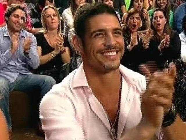 """10.dez.2014 - Marlos Cruz participa da final de """"A Fazenda 7"""" ao vivo, em Itu"""