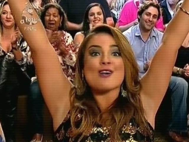 """10.dez.2014 - MC Bruninha participa da final de """"A Fazenda 7"""" ao vivo, em Itu"""