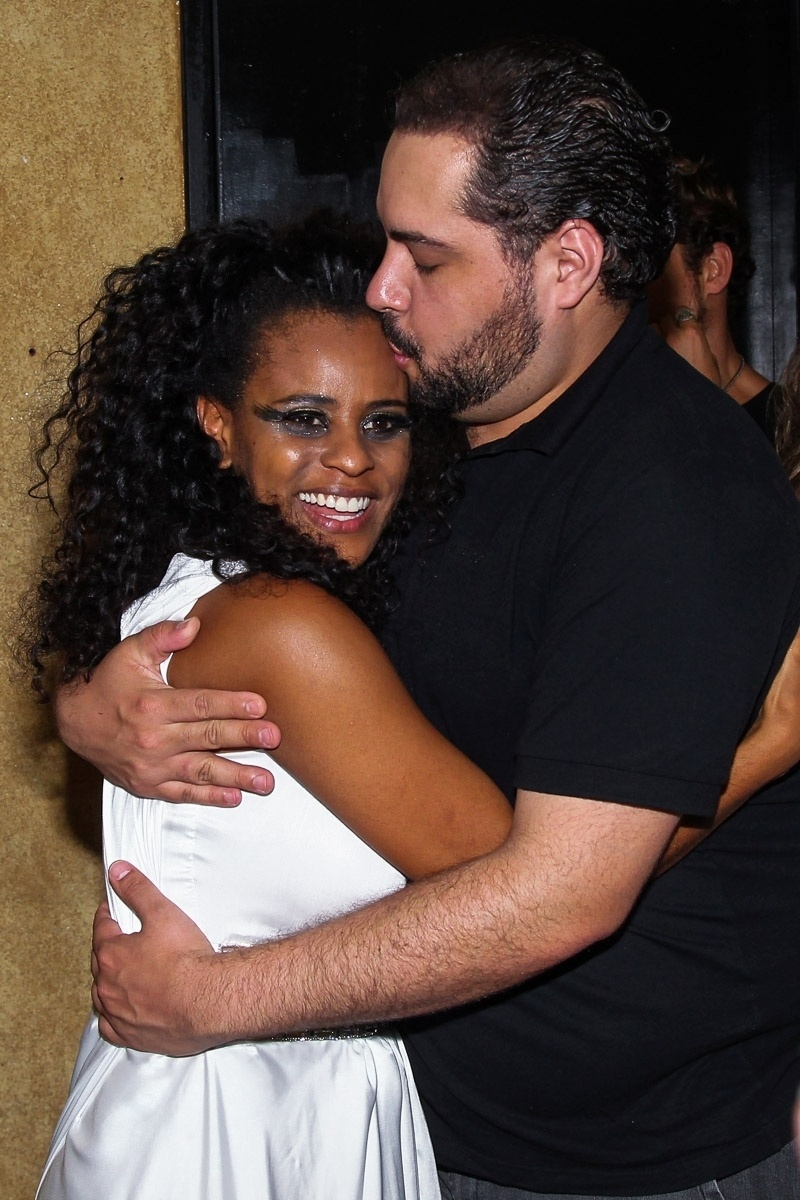 9.dez.2014 - Tiago Abravanel assiste ao show de sua amiga ex-Rouge Aline Wirley no Tom Jazz, em São Paulo, na noite desta terça-feira