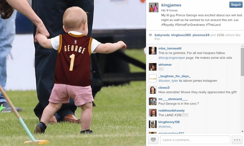 10.dez.2014 - Orgulhoso, o jogador de basquete LeBron James postou uma foto na qual o pequeno príncipe George aparece usando uma camisa personalizada presentada por ele