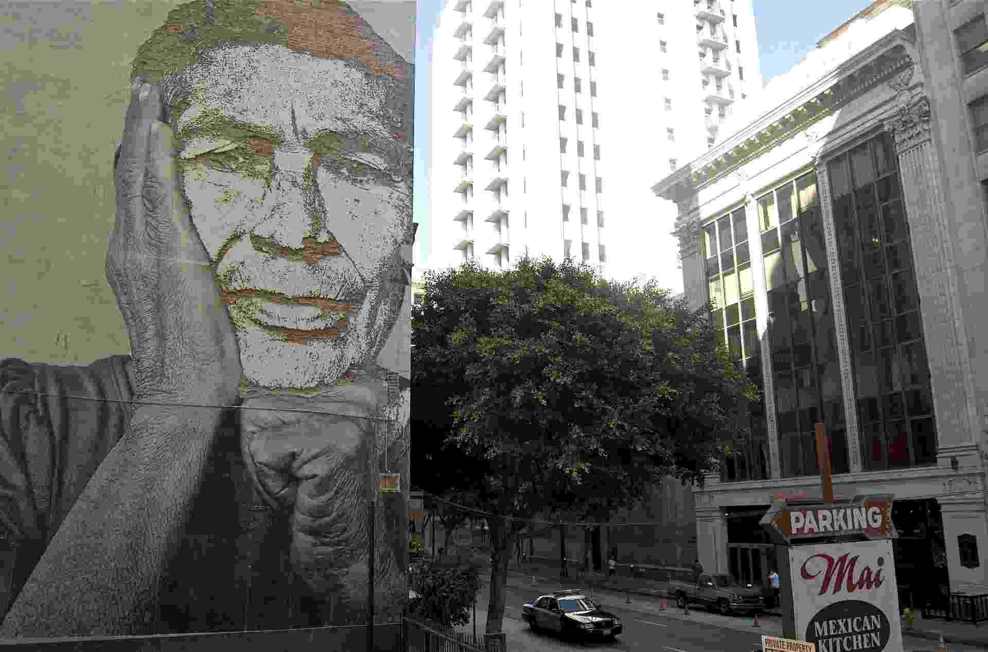 01.set.2012 - Obra do artista português Alexandre Farto, conhecido como Vhils, em parede de Lisboa - EFE