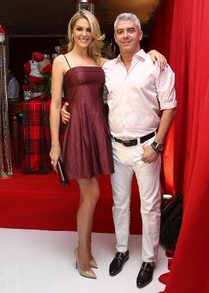 Ana Hickmann e o marido, Alexandre Corrêa, em festa natalina em 2014 2c5b5c1d58