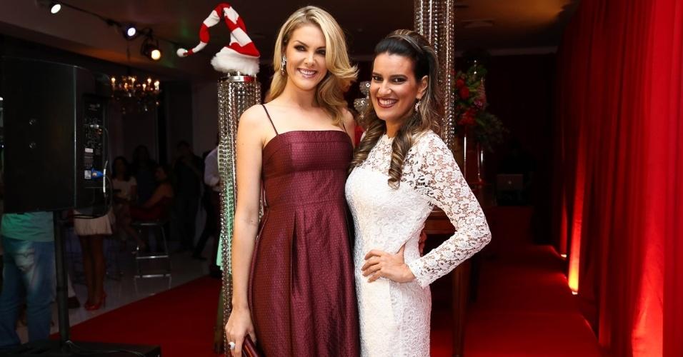 11.dez.2014 - Ana Hickmann posa com Andréa Guimarães na antecipada de Natal, que aconteceu na noite dessa quinta-feira em um buffet, em São Paulo