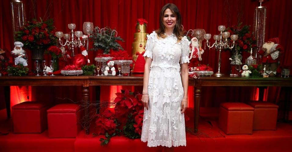 11.dez.2014 - Luciana Gimenez usa look confortável para prestigiar a festa antecipada de Natal da decoradora Andréa Guimarães, que aconteceu na noite dessa quinta-feira em um buffet, em São Paulo