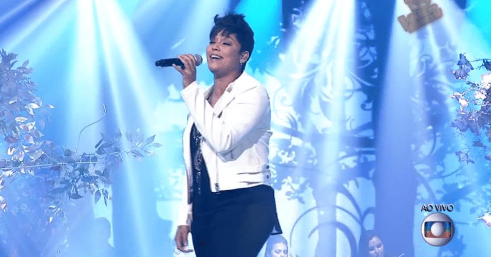 11.dez.2014 - Nise Palhares faz sua versão da canção