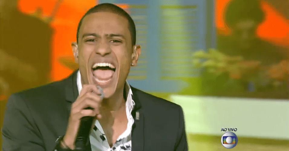 11.dez.2014 - Romero Ribeiro homenageia o Só Pra Contrariar com