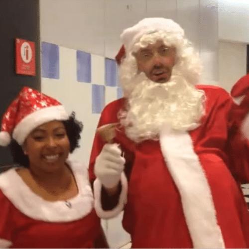 """12.dez.2014 - Danilo se veste de Papai Noel nos bastidores do """"The Noite"""" e mostra um pequeno vídeo de sua performance no Instagram"""