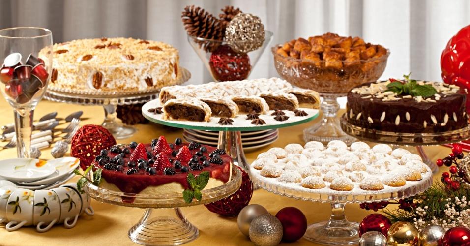 Mesa natalina de doces do Buffet Monique Benoliel