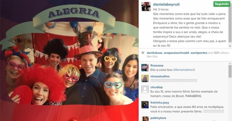 13.dez.2014 - Daniela Beyruti, filha de Silvio Santos, postou em seu Instagram uma foto com o pai e as irmãs na comemoração do aniversário de Silvio Santos, na sexta-feira, quando o apresentador completou 84 anos.