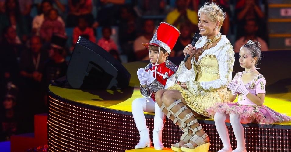 """13.dez.2014 - Xuxa apresenta o espetáculo """"A Magia do Natal"""", no Ginásio Ibirapuera, em São Paulo"""