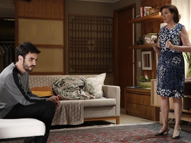 José Pedro diz que não pode aceitar divórcio de Danielle. Marta apoia a nora.