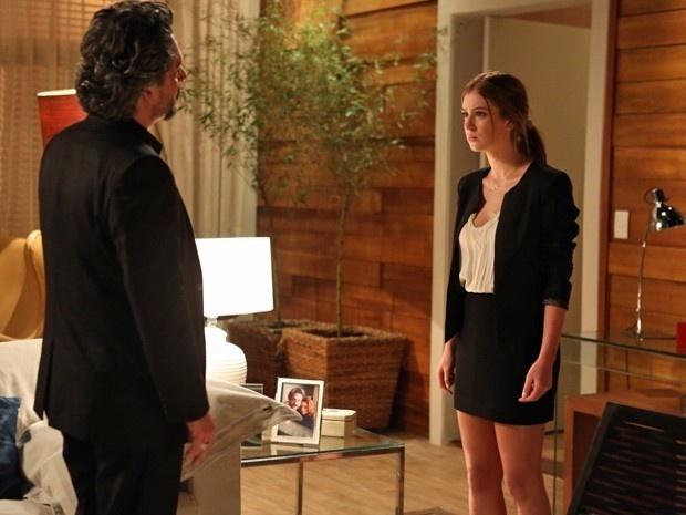 15.dez.2014 - Empresário pede desculpa por ter acreditado em mentira, mas a moça não aceita