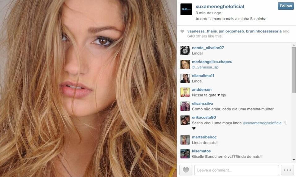 """15.dez.2014 - Xuxa publica foto de Sasha sensual: """"Acordei amando mais a minha Sashinha"""""""