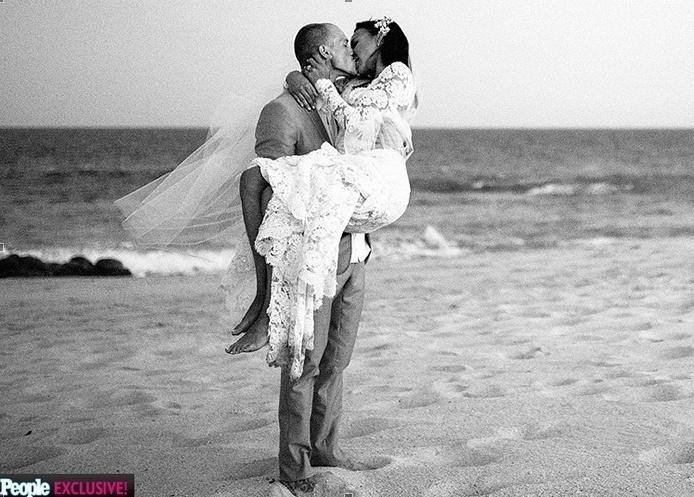 23.jul.2014 - Naya Rivera, 27, atriz do seriado Glee, casou-se com ator Ryan Dorsey no sábado (19), em Cabo São Lucas, no México, em cerimônia secreta. A informação é da revista People