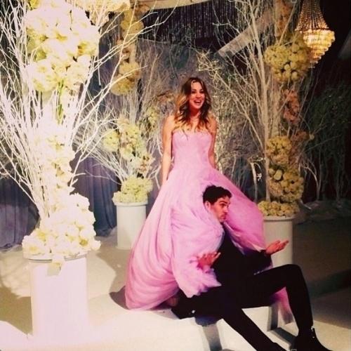 Com apenas seis meses de relacionamento, a atriz Kaley Cuoco, a Penny da série The Big Bang Theory, se casou com o tenista Ryan Sweeting na noite de Reveillon, 31 de dezembro de 2013