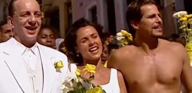 """Marco Nanini em cena de """"Dona Flor e Seus Dois Maridos"""", de 1998, minissérie na qual contracenava com Giulia Gam e Edson Celulari"""