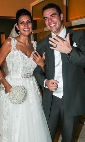 17.fev.2014 - Após oito anos juntos, os ex-BBBs Mariana Felício e Daniel Saullo oficializaram a união