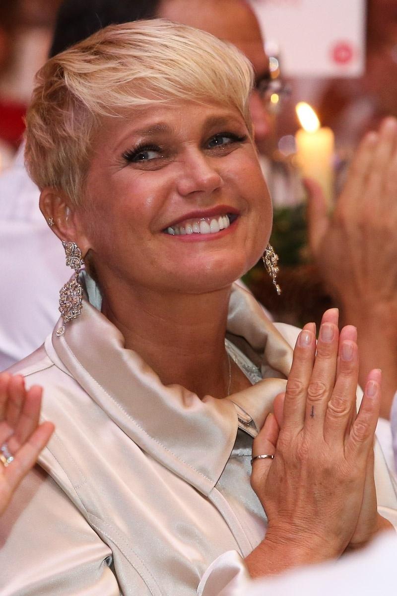 """15.dez.2014 - Em meio às notícias de que teria sido demitida da Globo, Xuxa aparece sorridente no """"Natal do Bem 2014"""" no Hotel Grand Hyatt, no Brooklin Novo, na zona sul de São Paulo, na noite desta segunda-feira"""