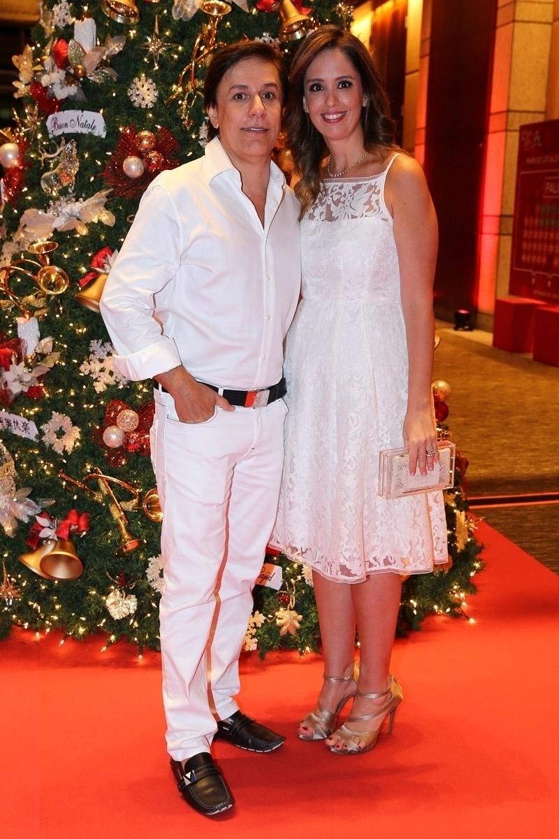 15.dez.2014 - Tom Cavalcante chega com a mulher, Patricia Lamounier, ao