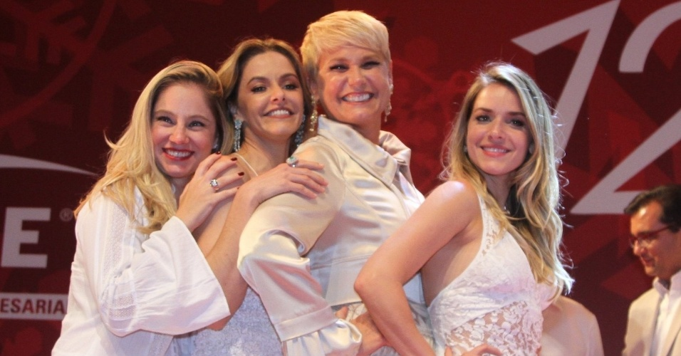 15.dez.2014 - Xuxa reencontra suas ex-paquitas, hoje atrizes, Juliana Baroni, Bianca Rinaldi e Monique Alfradique no