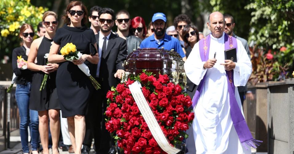 Família Medeiros se despede do Comendador em enterro no cemitério São João Batista, no Rio de Janeiro