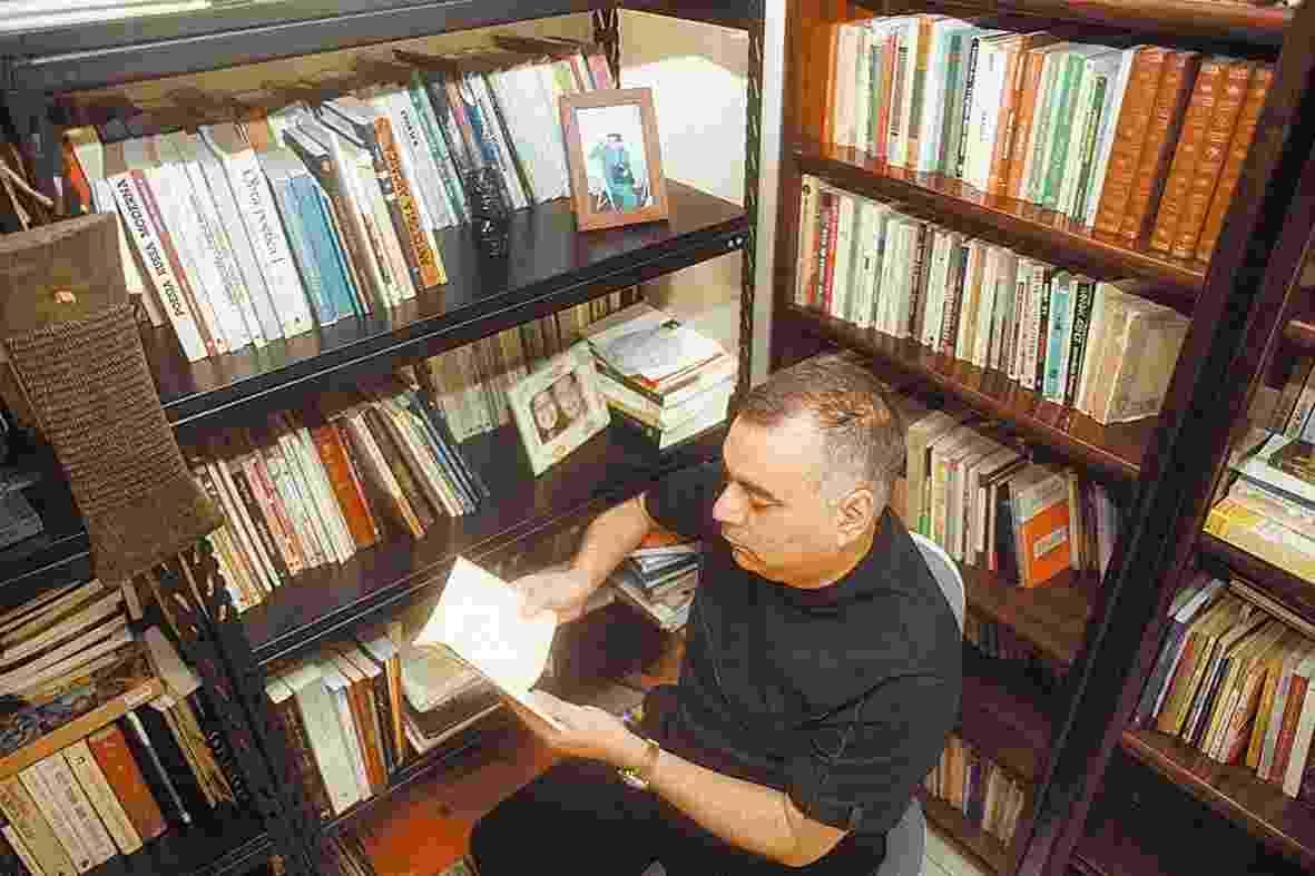 O poeta e jornalista mineiro Donizete Galvão morreu em 30 de janeiro, aos 59 anos, de infarto, em sua casa, em São Paulo - Matuiti Mayezo/Folhapress