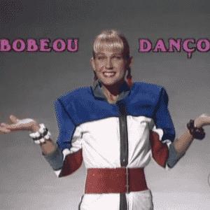 """Paralelamente ao """"Xou da Xuxa"""", a Rainha dos Baixinhos apresenta o """"Bobeou, Dançou"""", um game show com gincanas entre colégios com particapação das paquitas e paquitos - Reprodução/Memória Globo"""