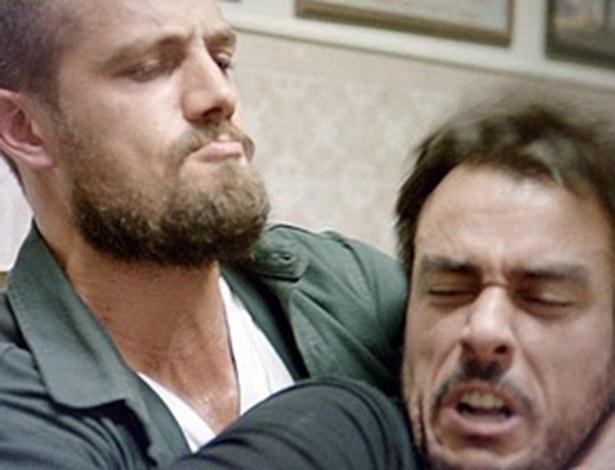 Vicente e Enrico partem para a agressão após discussão