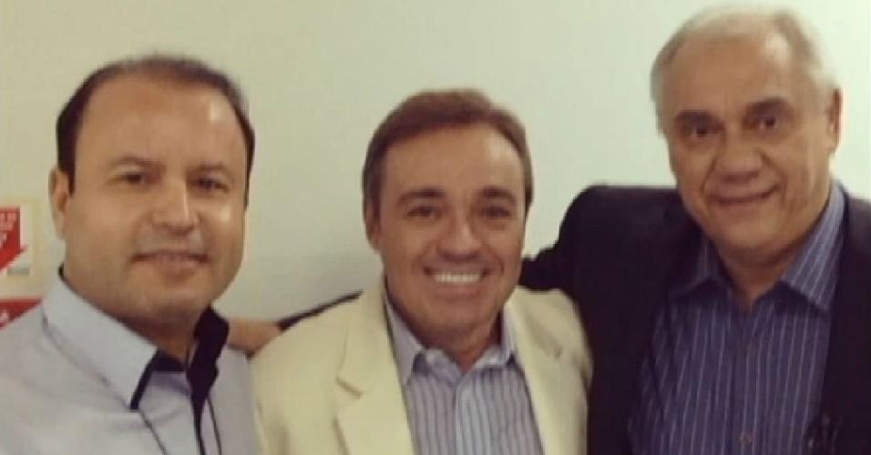 17.dez.2014 - Gugu e Marcelo Rezende se conhecem nos corredores da Record e enterram antiga polêmica sobre a falsa entrevista com integrantes do PCC