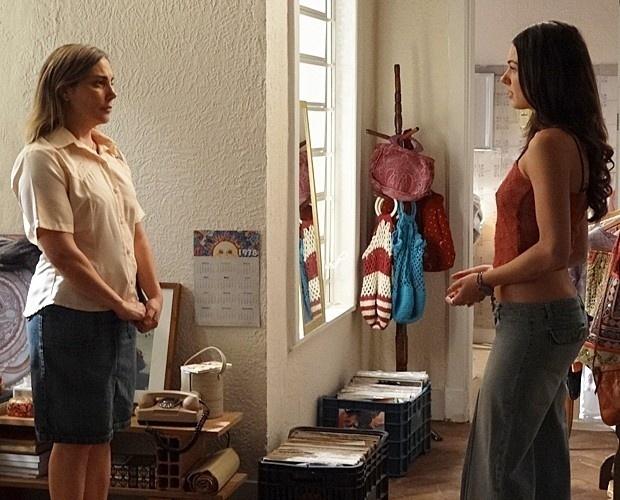 17.dez.2014 - Mãe pede a Sandra (Isis Valverde) que ela entenda a situação