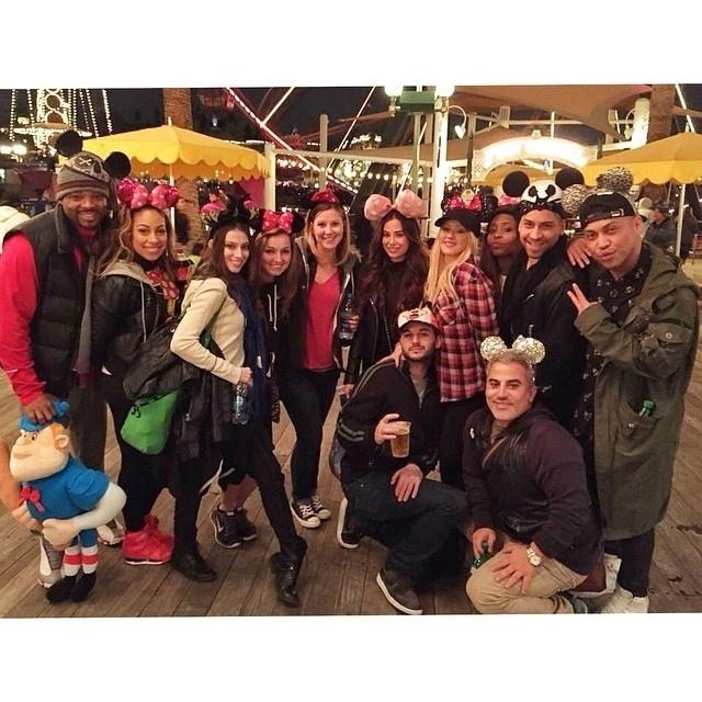 18.dez.2014 - Christina Aguilera, que completa 34 anos nesta quinta-feira (18), resolveu comemorar a data num lugar especial: a Disney