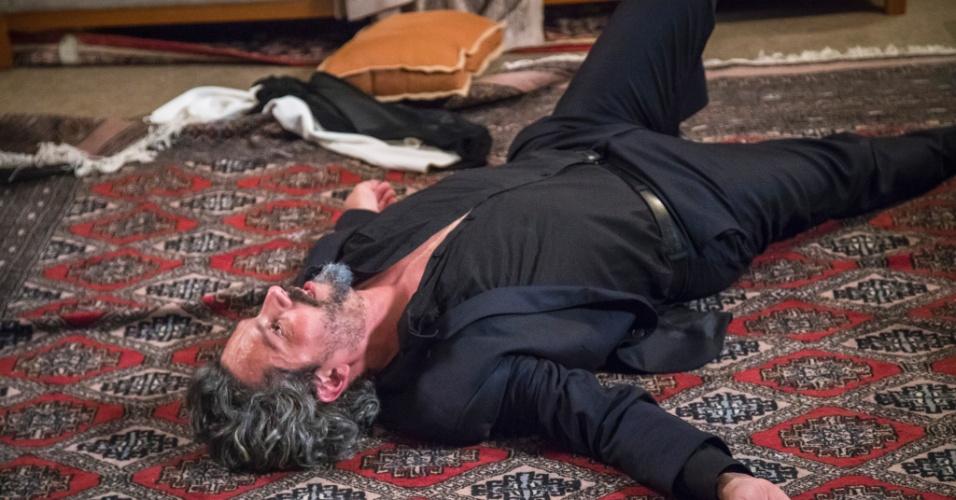 José Alfredo cai duro no chão após discussão com Maurílio