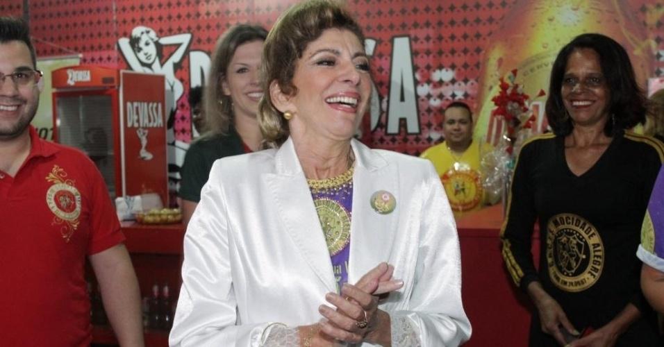 19.dez.2014 - Marília Pêra visita a quadra da Mocidade Alegre, em São Paulo. A atriz é tema do samba-enredo da escola paulista