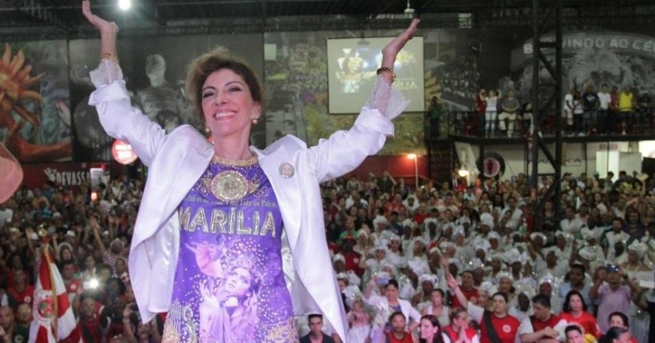19.dez.2014 - Marília Pêra visita a quadra da Mocidade Alegre, em São Paulo. A atriz é tema do samba-enredo da escola paulista. Marília se emocionou muito no evento