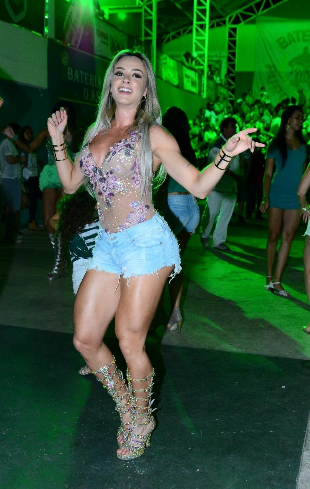 Musa da Mancha Verde, Juju Salimeni samba muito na quadra da escola de samba