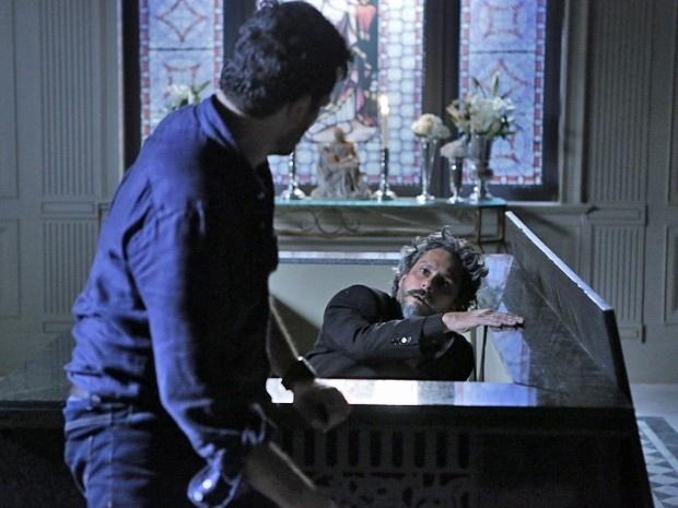 Zé Alfredo levanta do túmulo pós ser resgatado por Josué em