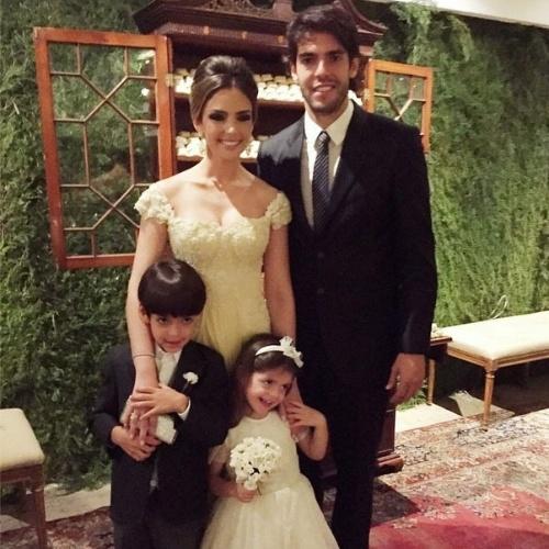 22.dez.2014 - Carol Celico publicou uma imagem ao lado de Kaká e dos filhos do casal feita durante o casamento de Nathalie Zogbi