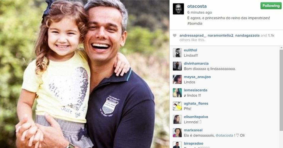 22.dez.2014 - Otaviano Costa começa a semana de Natal publicando uma foto com a filhota Olívia, de 4 anos.