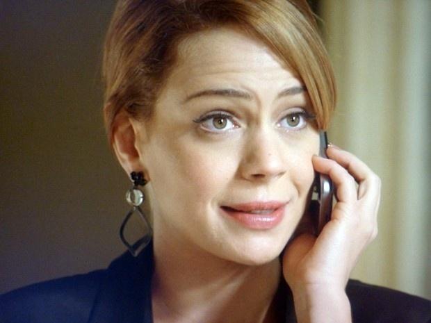 Cristina liga para Maria Marta convocando reunião da diretoria da Império