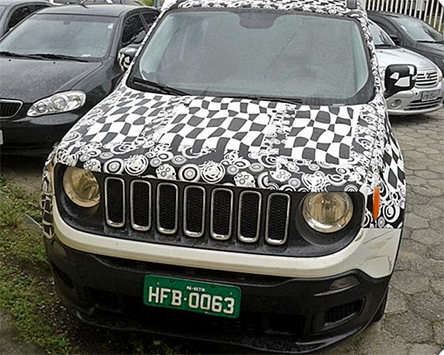 Jeep Reegade, que será lançado no primeiro trimestre de 2015, é fotografado com camuflagem em Ubatuba, litoral norte de São Paulo