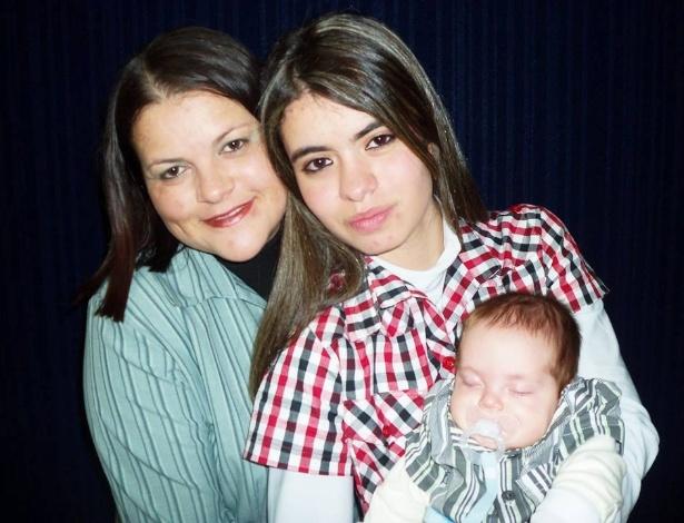 Lucia, à esquerda, é mãe da adolescente Tamires e do bebê Gabriel - Arquivo pessoal